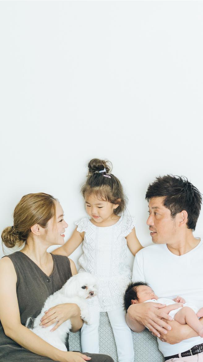 Photographie d'une famille avec trois enfants